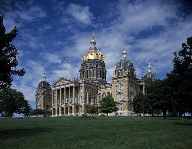 Capitol_building,_Des_Moines,_Iowa